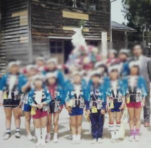 昔の祭りは 小学生が神輿を担ぎ 家々を練り歩いた。
